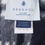 ベグ アンド コー|BEGG & CO|JURAウールアンゴラチェックマフラー|WAVE|ネイビーイメージ03
