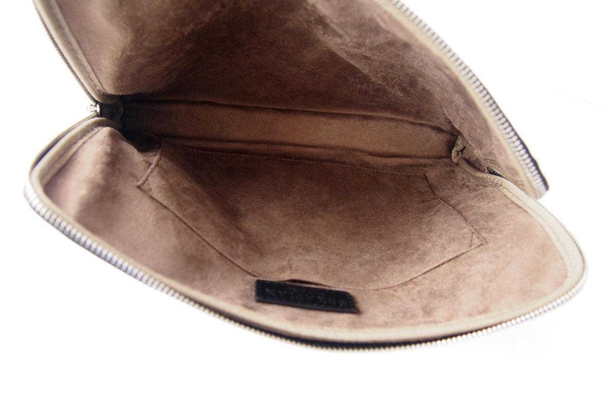 セラピアンミラノ|Serapian Milano|ハンドル付きクラッチバッグ|タブレットケース|PVC|ブラウン×ブラックイメージ09