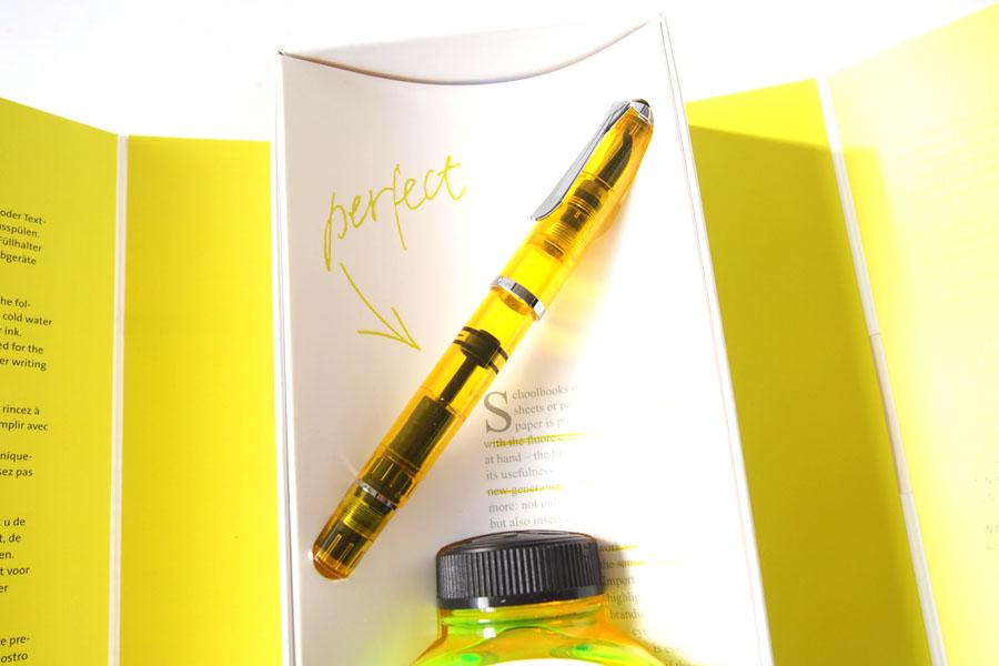 ペリカン|Pelikan|M205 DUO イエローデモンストレーター|万年筆 ペン先BB |シャイニーイエロー専用インク30ml セットイメージ02