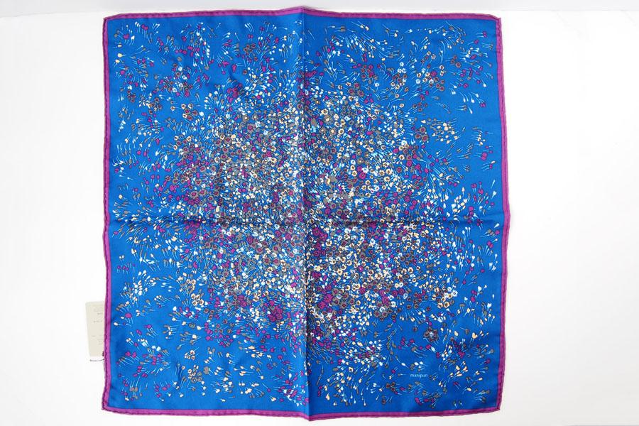 マニプリ|manipuri|プリントシルクスカーフ|ブルー×バイオレット|53cm×53cmイメージ05