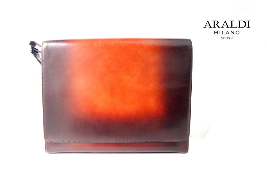 アラルディ|ARALDI 1930|クロコダイルレザー装飾|斜め掛けレザーショルダーバッグイメージ01