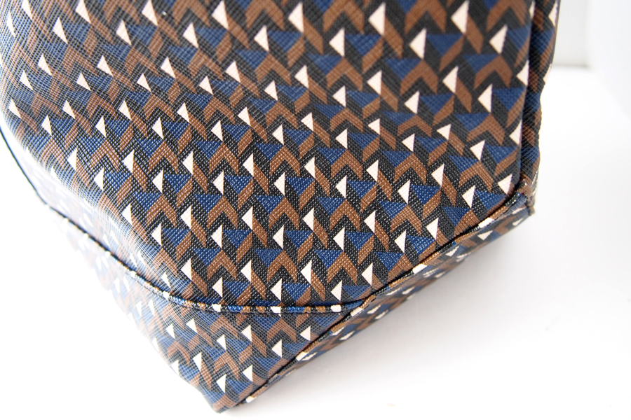 エッレピエリ|R.PIERI|ナイロン×幾何学柄PVCトートバッグイメージ05