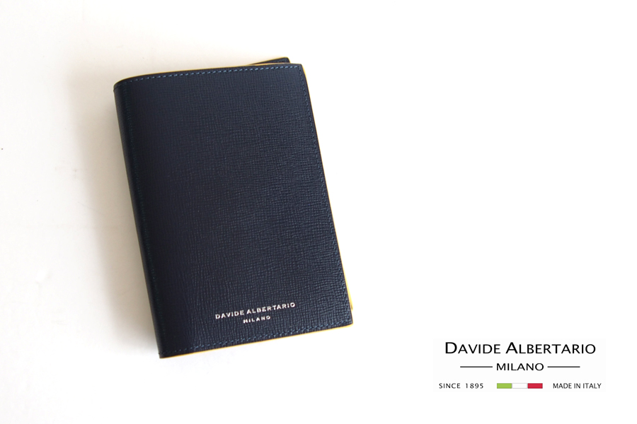 ダヴィデ アルベルタリオ |DAVIDE ALBERTARIO|グレインレザーパスポートケース|阪急別注|ネイビー×イエローイメージ01