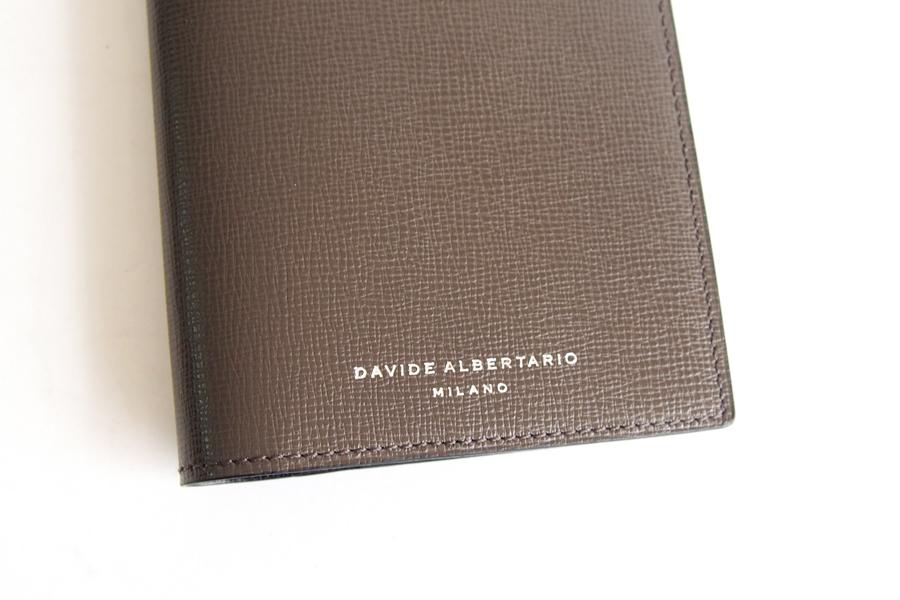 ダヴィデ アルベルタリオ  DAVIDE ALBERTARIO グレインレザーパスポートケース 阪急別注 トープイメージ02