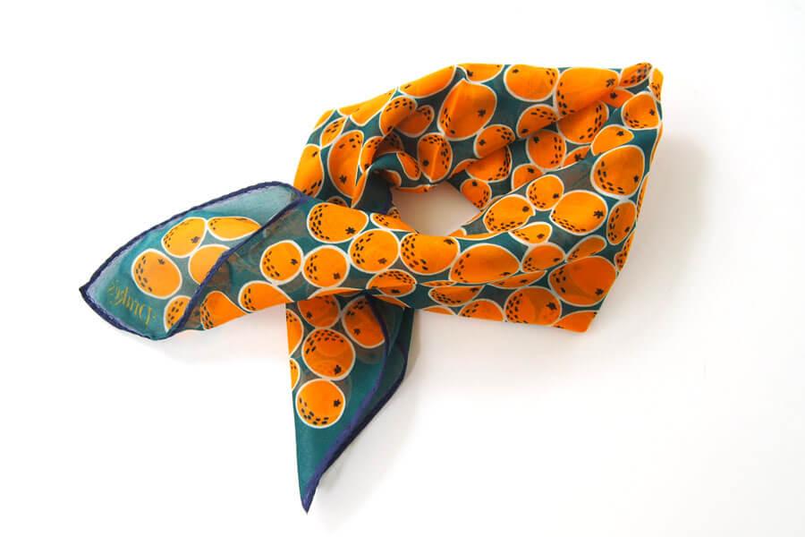 ドレイクス Drake's コットンシルクポケットチーフ オレンジ柄プリントイメージ05